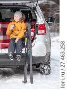 Купить «Young girl drinks hot tea after skiing while sitting in trunk of suv car. Winter activities», фото № 27463258, снято 21 января 2018 г. (c) Кекяляйнен Андрей / Фотобанк Лори
