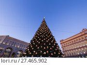 Купить «Christmas (New Year holidays) decoration Lubyanskaya (Lubyanka) Square in the evening, Moscow, Russia», фото № 27465902, снято 9 января 2018 г. (c) Владимир Журавлев / Фотобанк Лори