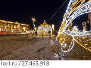 Купить «Christmas (New Year holidays) decoration Lubyanskaya (Lubyanka) Square in the evening, Moscow, Russia», фото № 27465918, снято 9 января 2018 г. (c) Владимир Журавлев / Фотобанк Лори