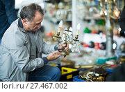 Купить «Male visiting flea market», фото № 27467002, снято 23 октября 2017 г. (c) Яков Филимонов / Фотобанк Лори
