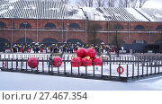 Купить «Christmas decoration - giant red balls in entertainment space on New Holland», видеоролик № 27467354, снято 7 января 2018 г. (c) Ирина Мойсеева / Фотобанк Лори