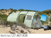 Tourist folding tents among coastal vegetation. The tent is mode. Стоковое фото, фотограф Леонид Еремейчук / Фотобанк Лори