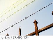 Купить «Prison fence in over a Paris prison», фото № 27495134, снято 23 апреля 2019 г. (c) age Fotostock / Фотобанк Лори