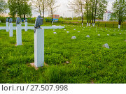 Купить «Надгробные плиты мемориального воинского кладбища в Колмово. Великий Новгород, Россия», фото № 27507998, снято 27 мая 2017 г. (c) Зезелина Марина / Фотобанк Лори