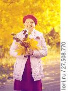 Купить «mature woman in autumn», фото № 27508770, снято 7 октября 2011 г. (c) Яков Филимонов / Фотобанк Лори