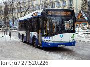 Купить «Zakopane, Poland - JAN 01, 2017: The Urbino Solaris electric bus on street in winter time», фото № 27520226, снято 1 января 2017 г. (c) Юлия Кузнецова / Фотобанк Лори