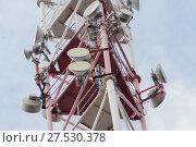 Купить «Радиорелейные антенны на радиомачте базовой станции оператора сотовой связи», фото № 27530378, снято 31 января 2018 г. (c) Алексей Букреев / Фотобанк Лори