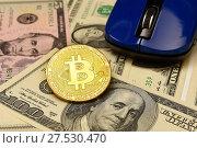 Купить «Золотая монета Bitcoin, доллары и компьютерная мышь», эксклюзивное фото № 27530470, снято 30 января 2018 г. (c) Юрий Морозов / Фотобанк Лори