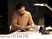 Купить «businessman calling on sartphone at night office», фото № 27534778, снято 26 ноября 2017 г. (c) Syda Productions / Фотобанк Лори