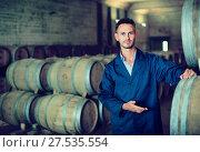 Купить «Man working on secondary fermentation equipment in winery manufa», фото № 27535554, снято 13 декабря 2019 г. (c) Яков Филимонов / Фотобанк Лори