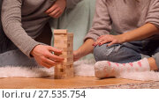 couple playing block-stacking game at home. Стоковое видео, видеограф Syda Productions / Фотобанк Лори