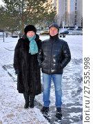 Супружеская пара на прогулке зимой (2016 год). Редакционное фото, фотограф Юрий Морозов / Фотобанк Лори