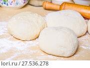 Купить «Дрожжевое тесто на столе», фото № 27536278, снято 26 января 2018 г. (c) Алёшина Оксана / Фотобанк Лори