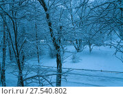 Купить «Зимнее утро в Москве. Вид из окна после сильного снегопада», фото № 27540802, снято 31 января 2018 г. (c) Алёшина Оксана / Фотобанк Лори