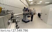 Купить «The working milling machine makes the workpiece on a vertical milling machine», видеоролик № 27549786, снято 19 октября 2017 г. (c) Андрей Радченко / Фотобанк Лори
