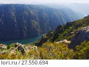 Купить «river with steep rocky banks in summer day. Galicia», фото № 27550694, снято 21 августа 2018 г. (c) Яков Филимонов / Фотобанк Лори