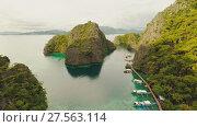 Купить «Very beautyful lagoon with boats. Paradise islands in Philippines. Kayangan Lake.», видеоролик № 27563114, снято 4 февраля 2018 г. (c) Mikhail Davidovich / Фотобанк Лори