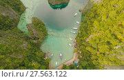 Купить «Very beautyful lagoon with boats. Paradise islands in Philippines. Kayangan Lake.», видеоролик № 27563122, снято 4 февраля 2018 г. (c) Mikhail Davidovich / Фотобанк Лори