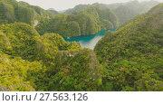 Купить «Very beautyful lagoon with boats. Paradise islands in Philippines. Kayangan Lake.», видеоролик № 27563126, снято 4 февраля 2018 г. (c) Mikhail Davidovich / Фотобанк Лори