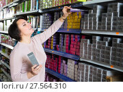 Купить «Female choosing hair dye», фото № 27564310, снято 17 августа 2018 г. (c) Яков Филимонов / Фотобанк Лори