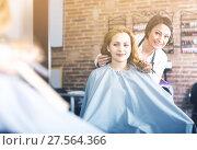 Купить «Mature hairdresser is listening to wishes of young woman», фото № 27564366, снято 7 марта 2017 г. (c) Яков Филимонов / Фотобанк Лори