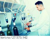 Купить «attentive man making tests in wine manufactory laboratory», фото № 27573142, снято 20 августа 2018 г. (c) Яков Филимонов / Фотобанк Лори