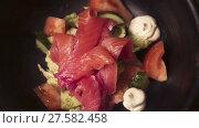 Купить «Red fish healthy salad with mixed lettuce leaves», видеоролик № 27582458, снято 7 февраля 2018 г. (c) Игорь Кузнецов / Фотобанк Лори