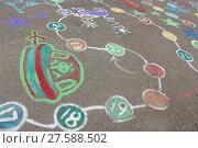 Купить «childish drawings as a game on the asphalt», фото № 27588502, снято 22 августа 2018 г. (c) PantherMedia / Фотобанк Лори