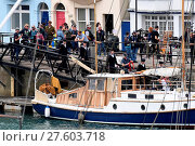 Купить «Harry Styles and Tom Hardy fans wait in Weymouth, Dorset as they are due to be filming the war movie Dunkirk. Weymouth harbour has period vehicles and...», фото № 27603718, снято 27 июля 2016 г. (c) age Fotostock / Фотобанк Лори