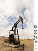 Купить «Wyoming Industrial Oil Pump Jack Fracking Crude Extraction Machine», фото № 27605654, снято 14 декабря 2018 г. (c) PantherMedia / Фотобанк Лори