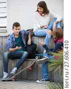Купить «teenage males and girl talking», фото № 27606410, снято 18 октября 2018 г. (c) Яков Филимонов / Фотобанк Лори