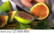 Купить «Cut green figs and basil leaves», видеоролик № 27609450, снято 22 июля 2018 г. (c) Данил Руденко / Фотобанк Лори