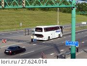 Проверка междугороднего пассажирского автобуса на посту дорожно-патрульной службы полиции (2017 год). Редакционное фото, фотограф Free Wind / Фотобанк Лори