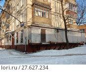 Пятиэтажный четырехподъездный блочный жилой дом серии I-510 (1961 год). 9-я Парковая улица, 61, корпус 1. Район Северное Измайлово. Город Москва (2018 год). Стоковое фото, фотограф lana1501 / Фотобанк Лори