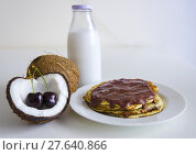 Купить «Cherry coconut pancakes», фото № 27640866, снято 25 апреля 2018 г. (c) PantherMedia / Фотобанк Лори