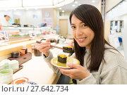 Купить «Woman having Conveyor belt sushi in restaurant», фото № 27642734, снято 7 апреля 2020 г. (c) PantherMedia / Фотобанк Лори