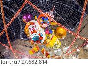 Праздничное оформление ГУМа китайским художником дизайнером Джеки Цаем во время празднования китайского Нового года (2018 год). Редакционное фото, фотограф Алёшина Оксана / Фотобанк Лори