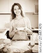 woman with a plate. Стоковое фото, фотограф Яков Филимонов / Фотобанк Лори