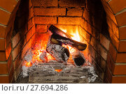Купить «ash, coal and burning wood in fireplace», фото № 27694286, снято 26 марта 2019 г. (c) PantherMedia / Фотобанк Лори
