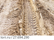 deep ruts in loamy soil of country road. Стоковое фото, фотограф Valery Vvoennyy / PantherMedia / Фотобанк Лори