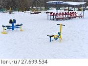 Купить «Спортивная площадка под снегом», фото № 27699534, снято 11 февраля 2018 г. (c) Юрий Морозов / Фотобанк Лори