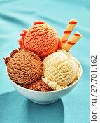 Купить «Bowl of three scoops of gelato with wafer straws», фото № 27701162, снято 26 июня 2019 г. (c) PantherMedia / Фотобанк Лори