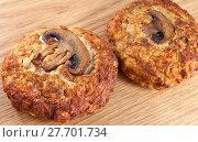 Купить «Котлеты из мяса индейки с грибами до приготовления», фото № 27701734, снято 31 января 2018 г. (c) Румянцева Наталия / Фотобанк Лори