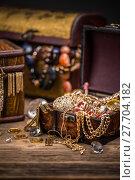 Купить «Pirates treasure chest», фото № 27704182, снято 15 декабря 2018 г. (c) PantherMedia / Фотобанк Лори