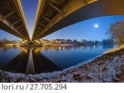 Купить «symmetry danube moonlight ratisbon mirroring», фото № 27705294, снято 23 февраля 2018 г. (c) PantherMedia / Фотобанк Лори