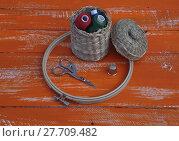 Купить «Spools of thread in a wicker basket and items for needlework», фото № 27709482, снято 15 декабря 2018 г. (c) PantherMedia / Фотобанк Лори
