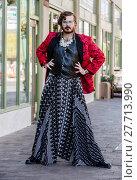 Купить «Gender Fluid Man in Flamboyant Drag», фото № 27713990, снято 27 июня 2019 г. (c) PantherMedia / Фотобанк Лори