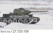 Купить «Russian Tank T34 in snowy weather», видеоролик № 27720158, снято 15 мая 2012 г. (c) Алексей Кузнецов / Фотобанк Лори