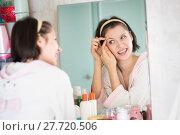 Купить «woman in the bathroom yawns», фото № 27720506, снято 12 декабря 2017 г. (c) Типляшина Евгения / Фотобанк Лори