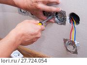 installation of electrical sockets. Стоковое фото, фотограф Myroslav Kuchynskyi / Фотобанк Лори